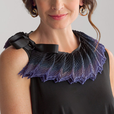 Feather pleated collar small black violet